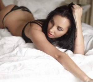 Shara young escorts in Port Isabel, TX